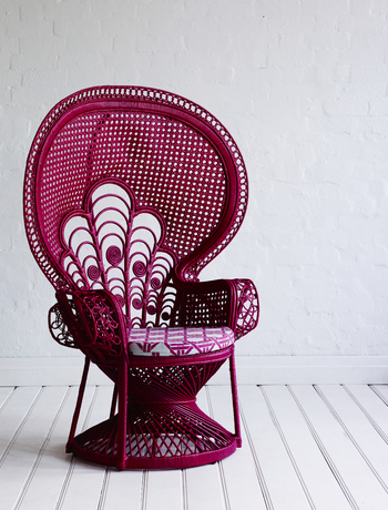 Peacock chair vis The Family Love Tree