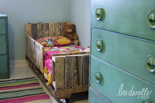 shipping pallet bed